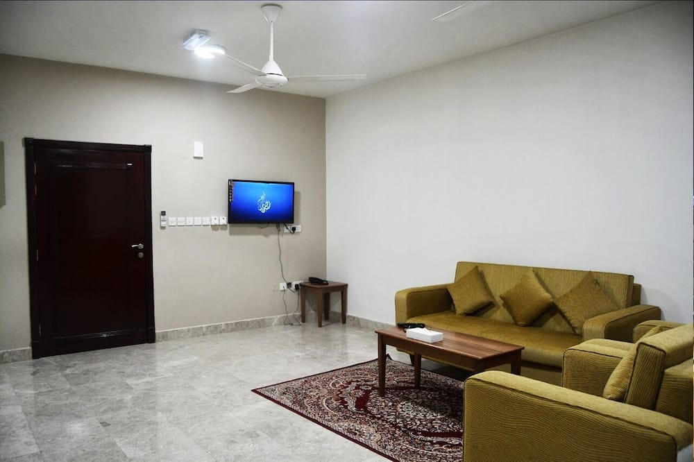 Three-Bedroom Apartment - 客廳