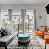 House, Multiple Beds (Charming Studio In the Heart of the R) - Room