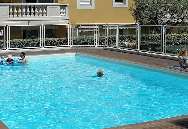 Happy Few - Le Dome, Nice, Pool