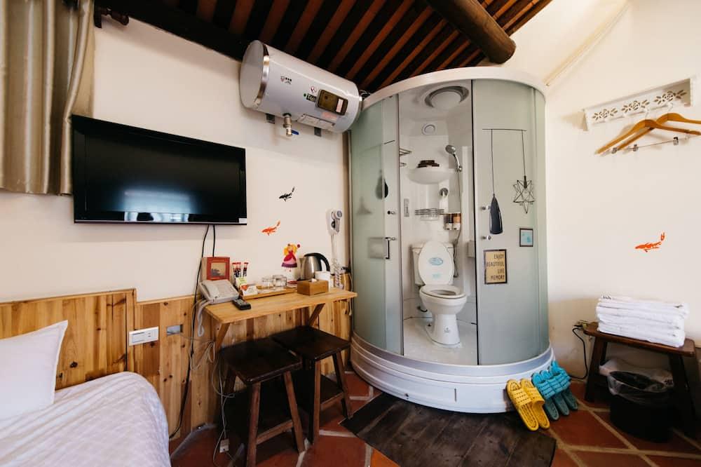 Triple Room (202) - Bathroom Amenities
