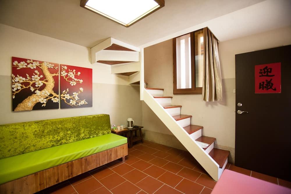 Deluxe Double Room (402) - Living Area