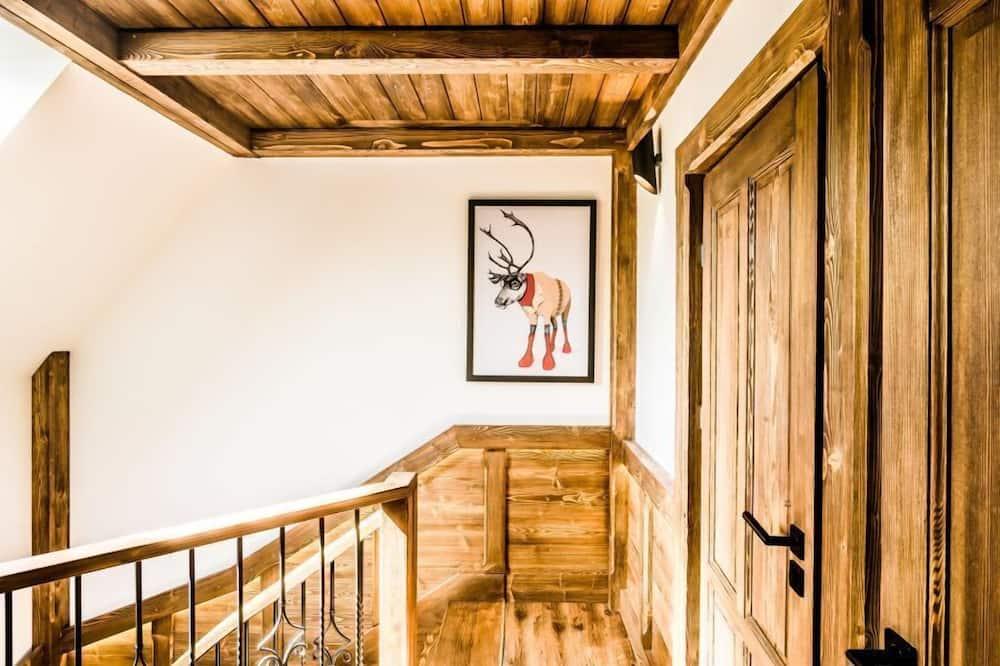Basic Duplex, 3 Bedrooms, Sauna, Mountainside - Living Area