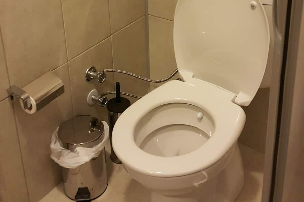 Тримісний номер категорії «Комфорт» - Ванна кімната