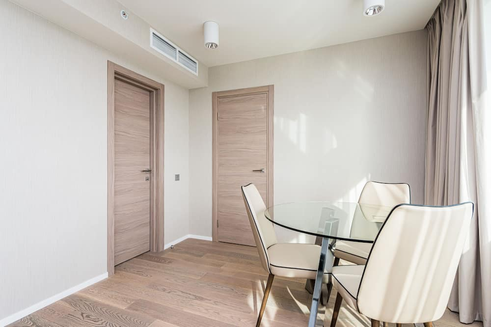 Business Apartment, 3 Bedrooms - Living Area