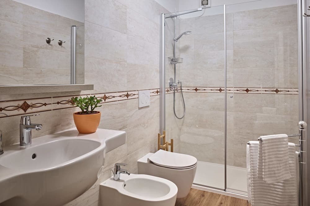 Habitación con 1 cama doble o 2 individuales, baño privado (External) - Cuarto de baño