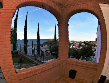 Enter your dates to get the Guanajuato hotel deal