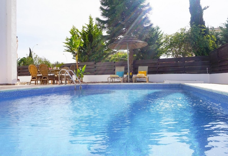 Villa Willow Mandali by Ezoria Holiday Rentals, Protaras, Pool