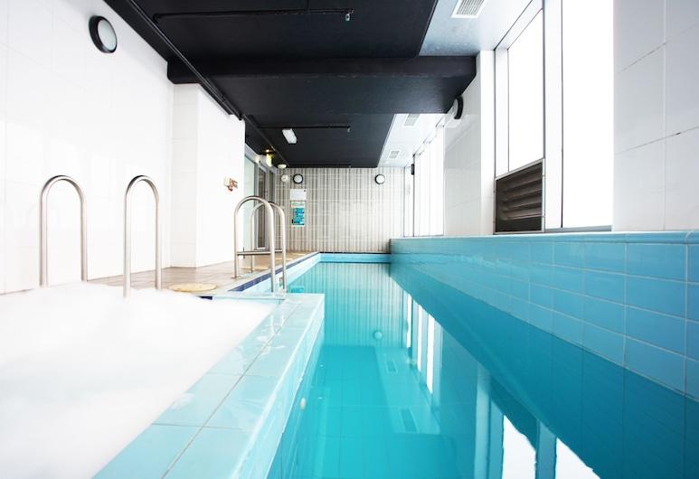 BHB Explore CBD on your Doorstep, Melbourne, Indoor/Outdoor Pool