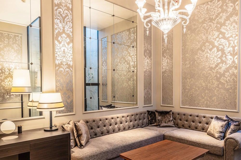Luxury Studio Suite - Living Area