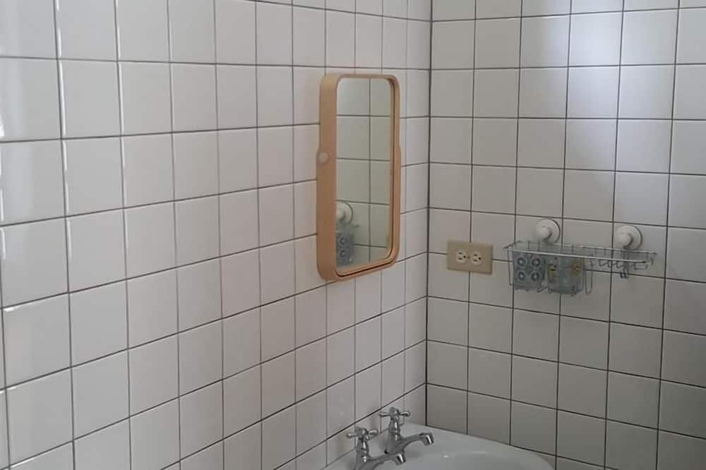 Chambre Quadruple, baignoire - Salle de bain