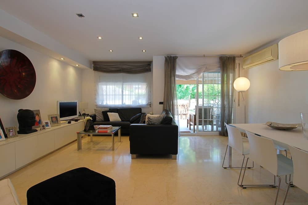 House, 4 Bedrooms, Private Pool - Living Area