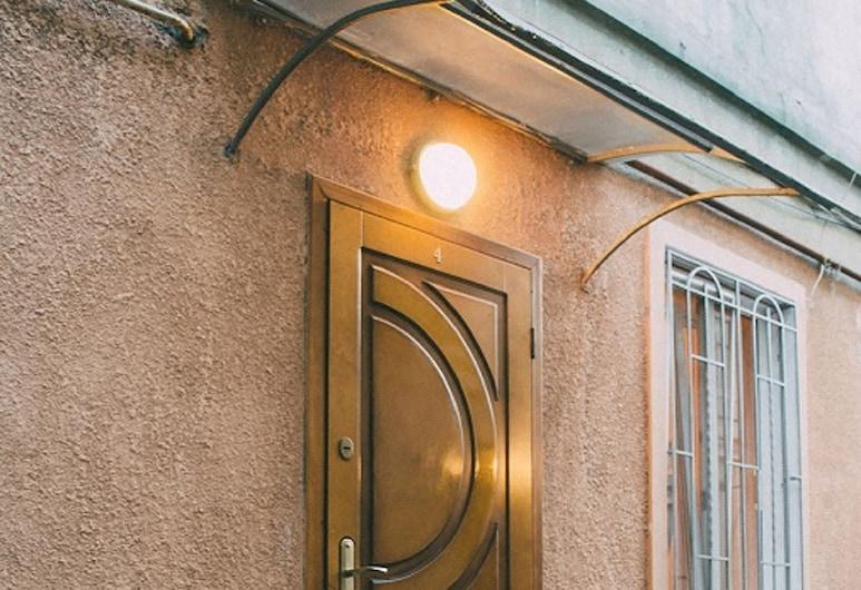 Studio in the city center, Odessa, Majoitusliikkeen sisäänkäynti