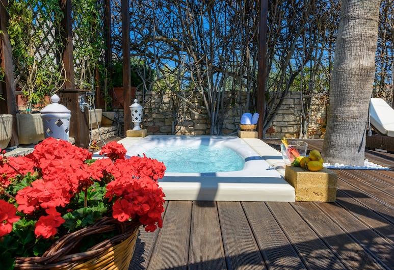 Villa Artemia, Bisceglie, Bathtub Spa Luar Ruangan
