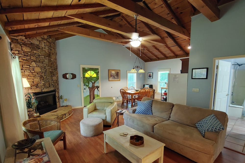 Deluxe Cottage - Living Area