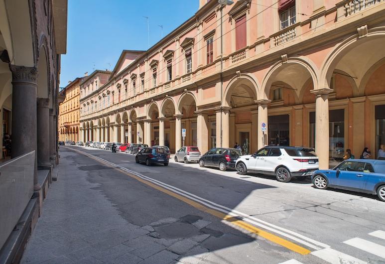 San Giovanni in Monte Apartment, Bologna, Facciata della struttura