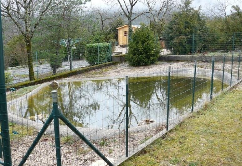 Spacious House With Large Fenced Garden, Cernon