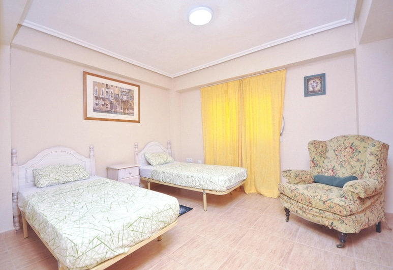 Apartment With 3 Bedrooms in Torrevieja, With Wonderful City View, Furnished Balcony and Wifi, Torrevieja, חדר