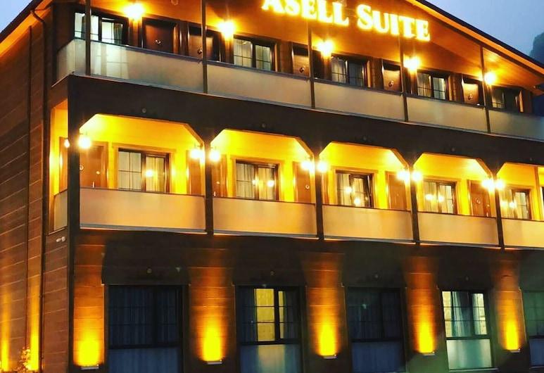 Asell Suite, Çaykara, Overnatningsstedets facade – aften