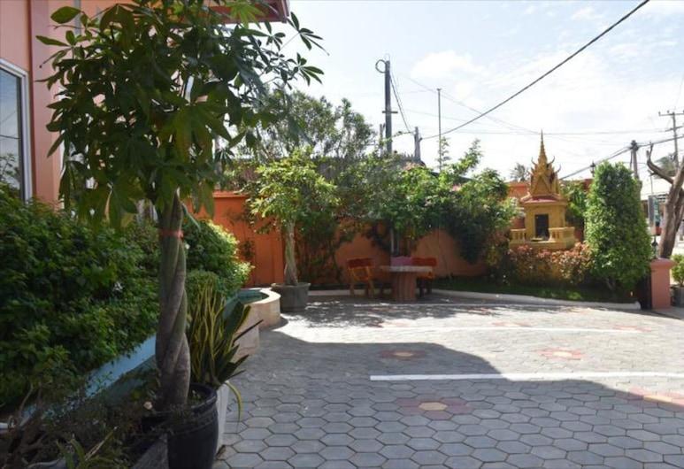 Vanne Hotel, Battambang, Garden