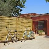 Entire House Near Beach -terraza-garden-barbecue