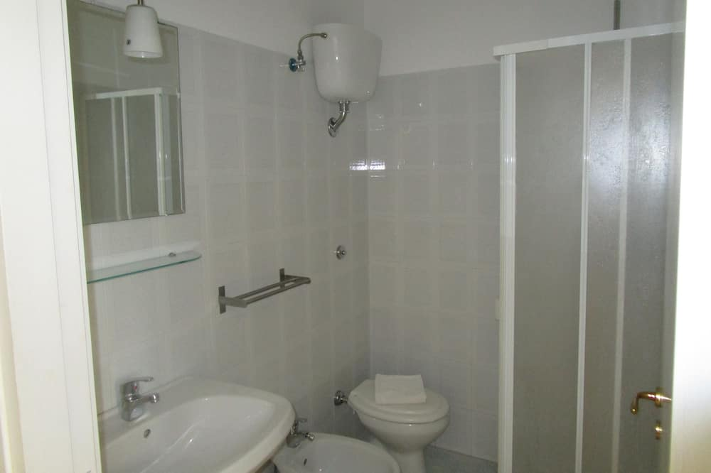 ダブルルーム (Basement Room) - バスルーム