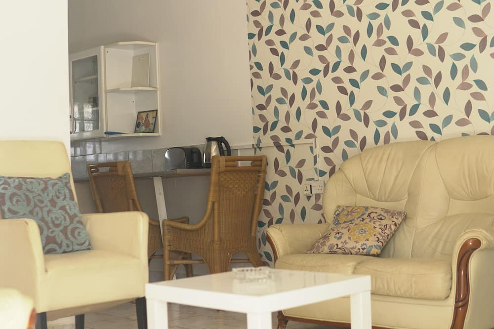 Family House, 2 Bedrooms, Pool View, Beachside (Monkey) - Living Room