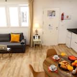 Apartment, 1 Bedroom (10B) - Living Room
