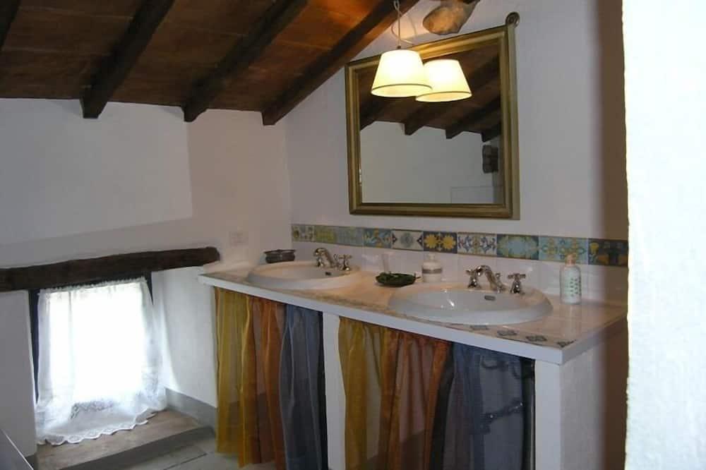 Apartment (Casagrande 2) - Waschbecken im Bad