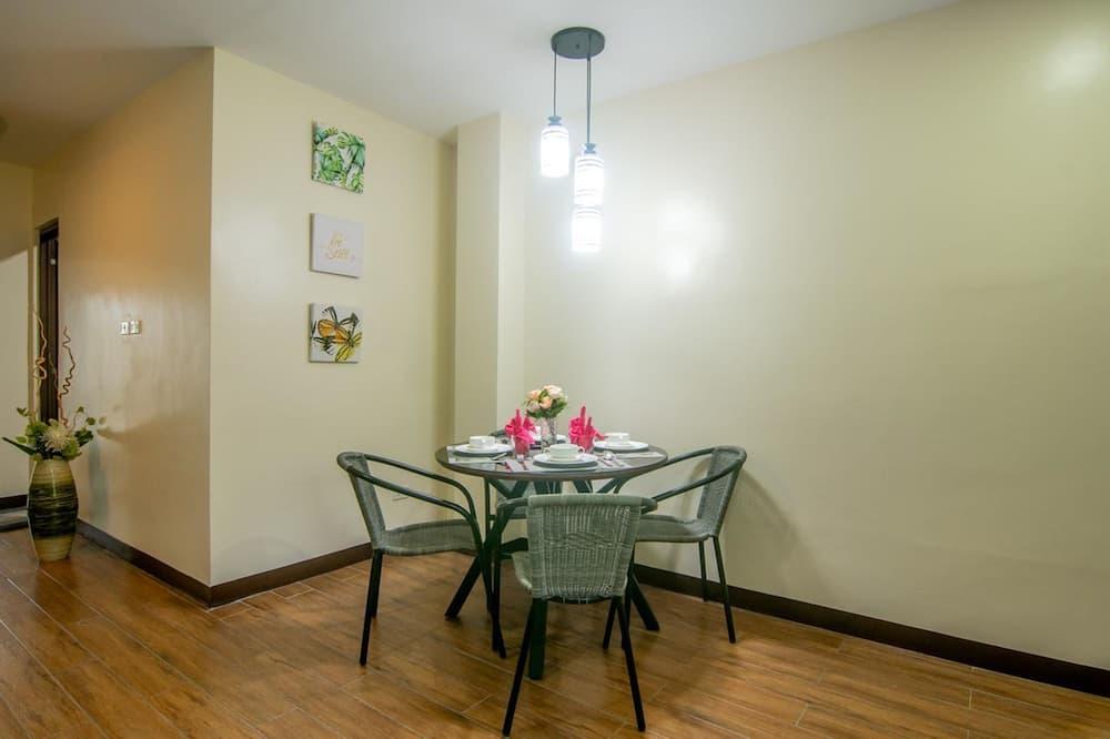 Junior lakosztály, erkély - Étkezés a szobában