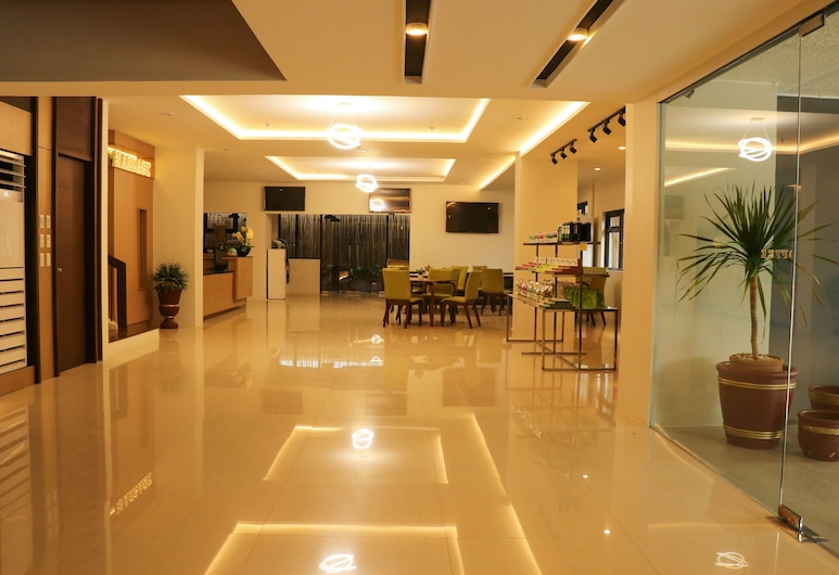88 Airport Lounge, Pasay, Hall