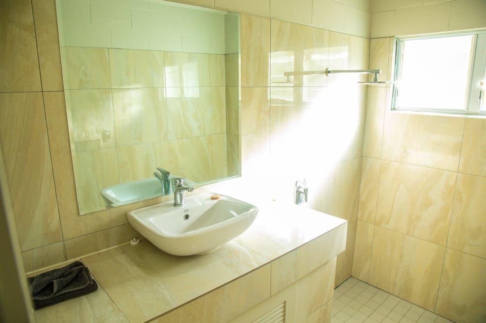 Maison, 3 chambres - Lavabo de la salle de bain