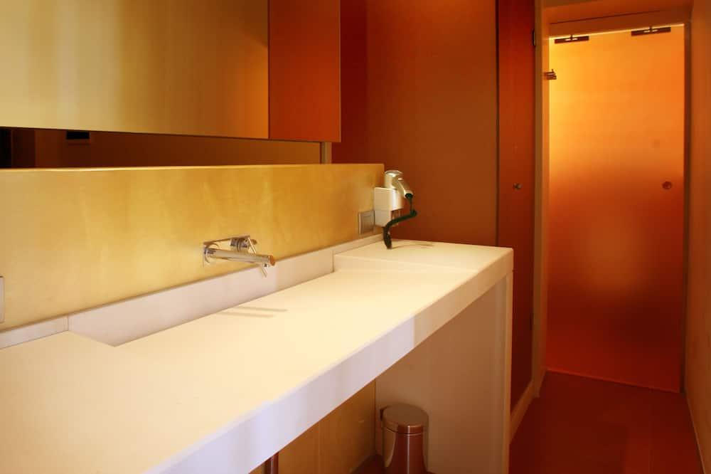 基本雙人房, 私人浴室 - 浴室洗手台