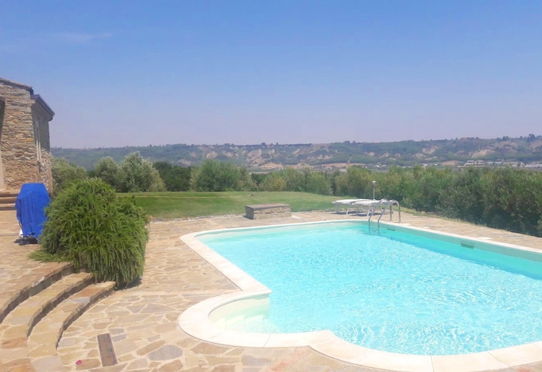Villa With 3 Bedrooms in Rotondella, With Private Pool and Enclosed Garden - 12 km From the Beach, Rotondella, Pool
