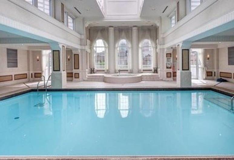 Meridian Luxury Condos, โตรอนโต, สระว่ายน้ำ