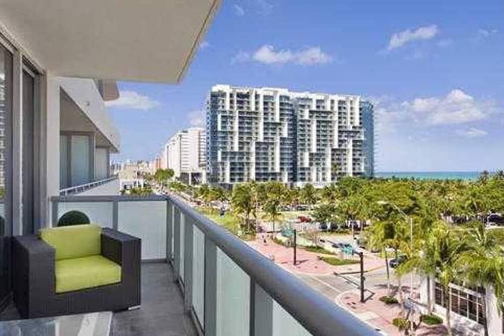 Mieszkanie Signature, 1 sypialnia, balkon, częściowy widok na ocean (5L07) - Balkon