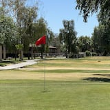 Suite, 2 spavaće sobe, za nepušače (1 King and 2 Queens) - Pogled na igralište za golf