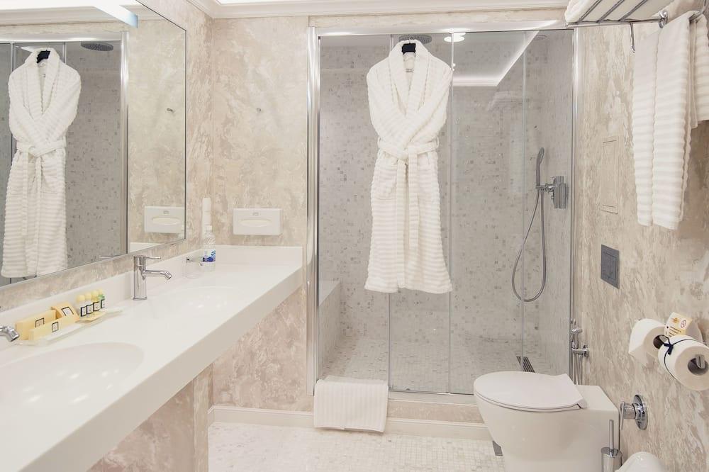Studio tiện nghi đơn giản - Phòng tắm