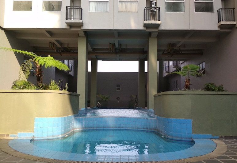 Comfy 2BR Apartment at Grand Asia Afrika Residence, Bandung, Kolam Terbuka