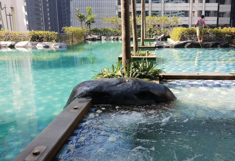 Exclusive 2BR Apartment @ Sahid Sudirman Residence, Jakarta, Kolam Terbuka