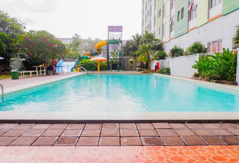 Pool View 2BR at Dian Regency Apartment, Surabaya, Kolam