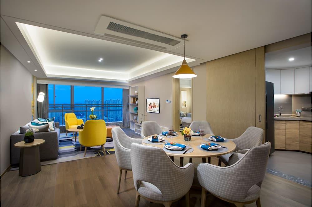 Premier Apartment, 3 Bedrooms - Living Room