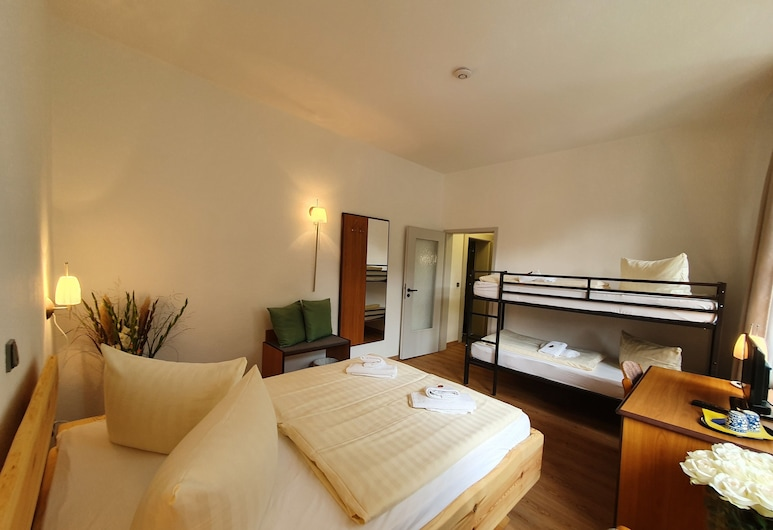 Waldhotel am See Berlin-Schmöckwitz, Berlín, Čtyřlůžkový pokoj typu Comfort, Pokoj