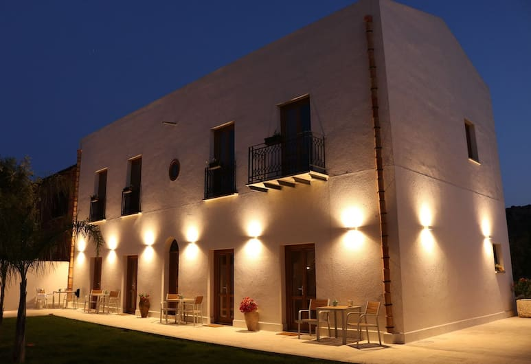 Baglio La Riserva, Castellammare del Golfo, Hotel Front – Evening/Night