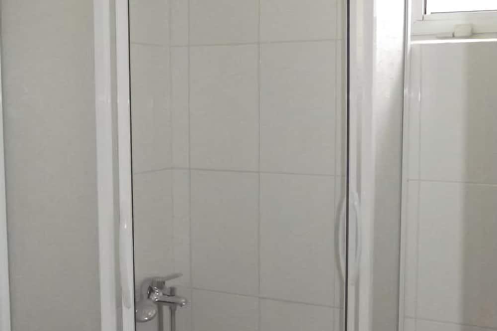 Štandardná izba - Sprcha v kúpeľni