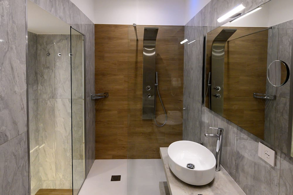 Štvorposteľová izba typu Superior, viacero postelí, kuchyňa - Kúpeľňa