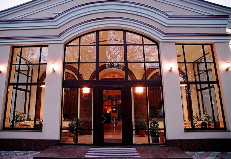 ZS Club Hotel, Kharkiv, Hotel Entrance