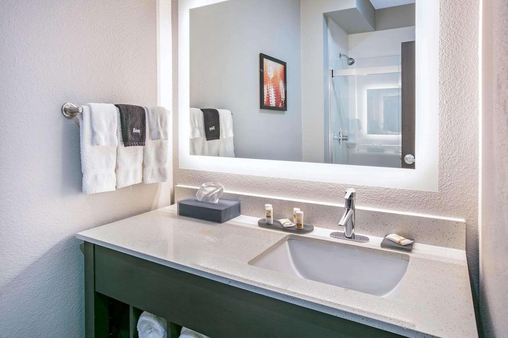 客房, 2 張加大雙人床, 無障礙, 非吸煙房 (Mobility) - 浴室