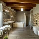 Premium Quadruple Room (Terenzia) - Bathroom