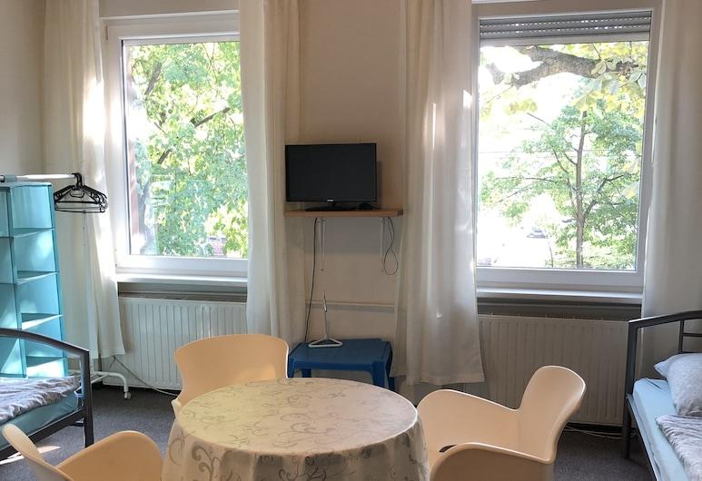 Pension Bigus, Berlin, Classic Triple Room, Living Area