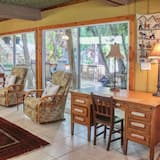Shaded Estate 7Bed, 6Bdr, 3Bath, Hot Tub, Wifi, NearBeach, Sleeps13(102-22) - Living Area